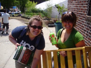 Jessica Belanger (l) and sister Rebecca, 20